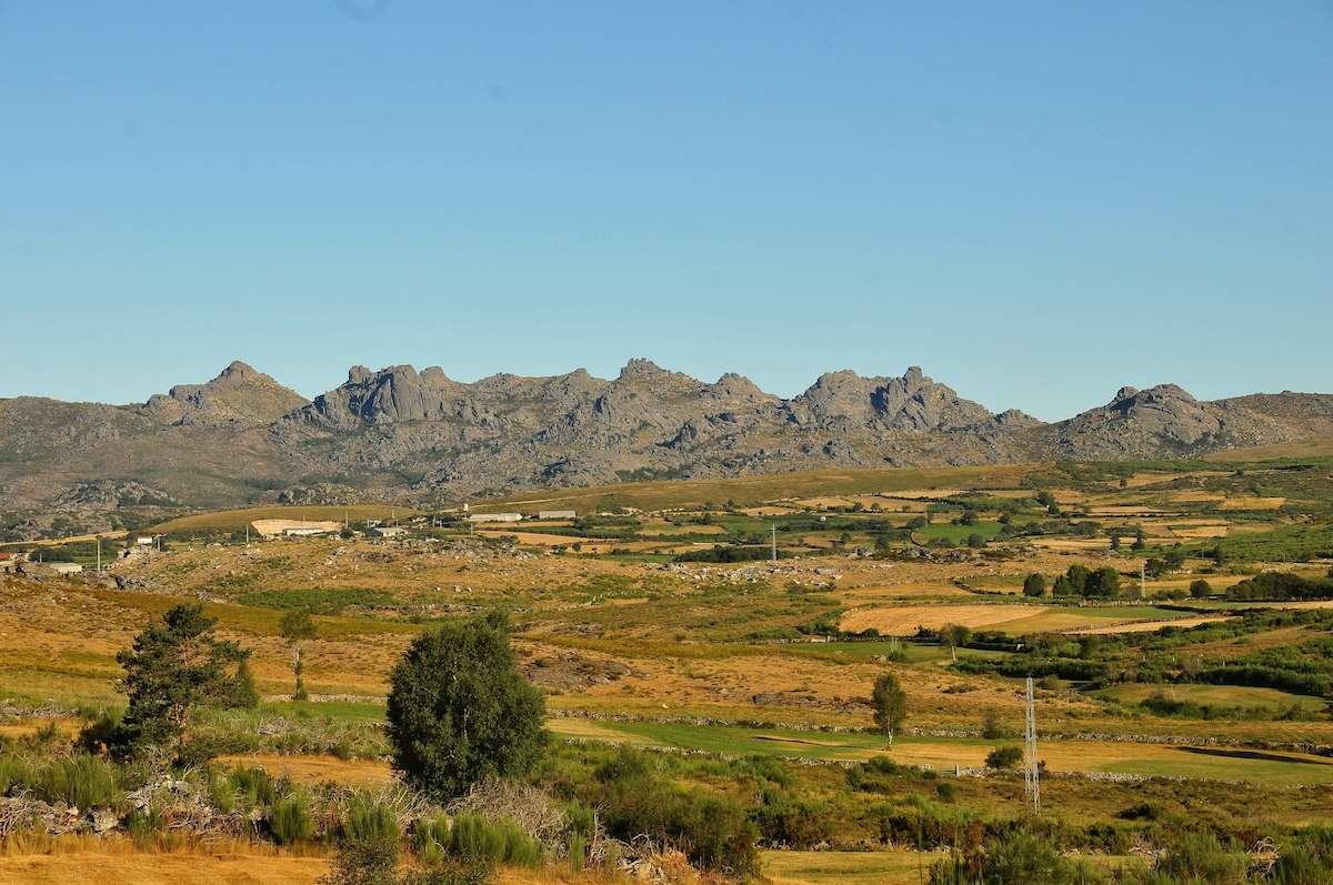 Lameiros de Pitões das Júnias e a serra do Gerês. Foto: Miguel Dantas da Gama