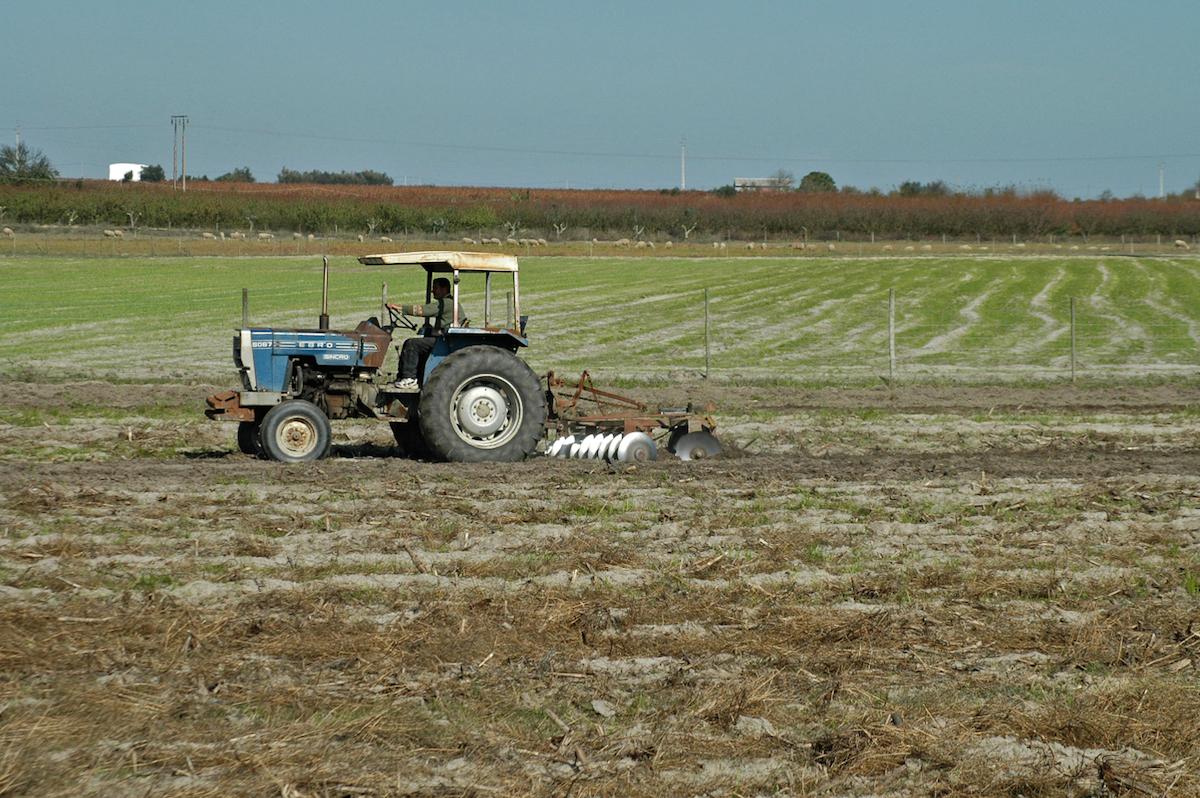 Tractor em actividades agrícolas