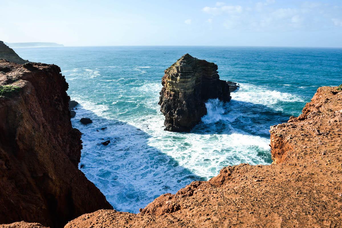Um dos ilhéus da península da Carrapateira, que acolhia corvos-marinhos-de crista