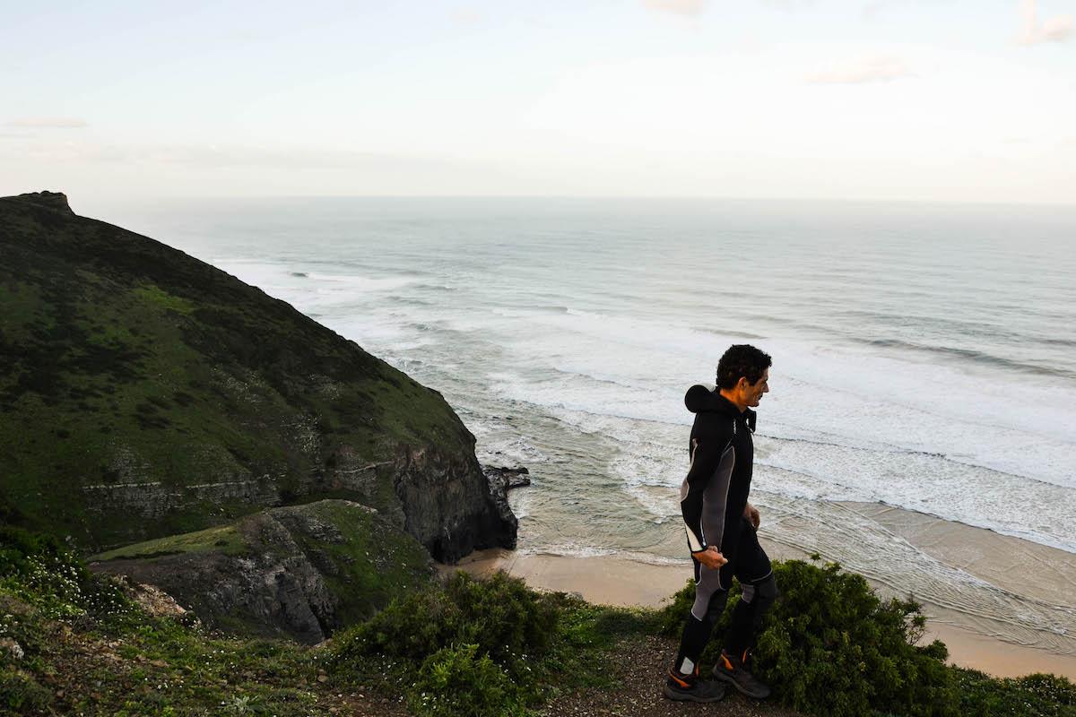 Mariscador no cimo da Praia dos Mouranitos