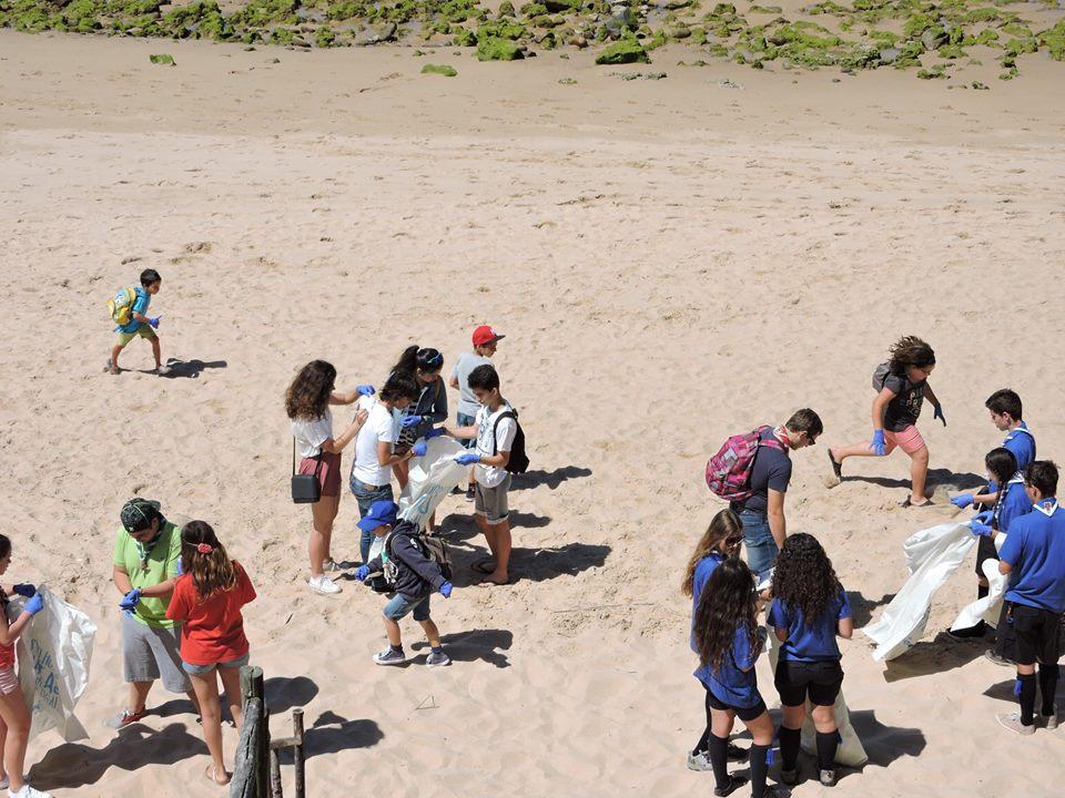 Ação de limpeza de praia em Vila Nova de Milfontes Foto: Rui Palma