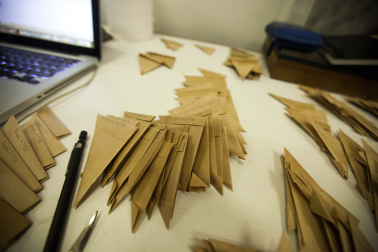 pequenos envelopes de papel